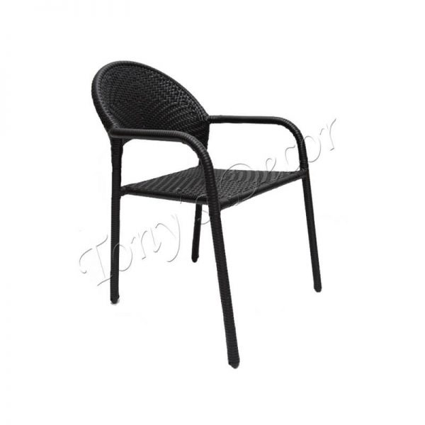 Стол от ратан, Черен