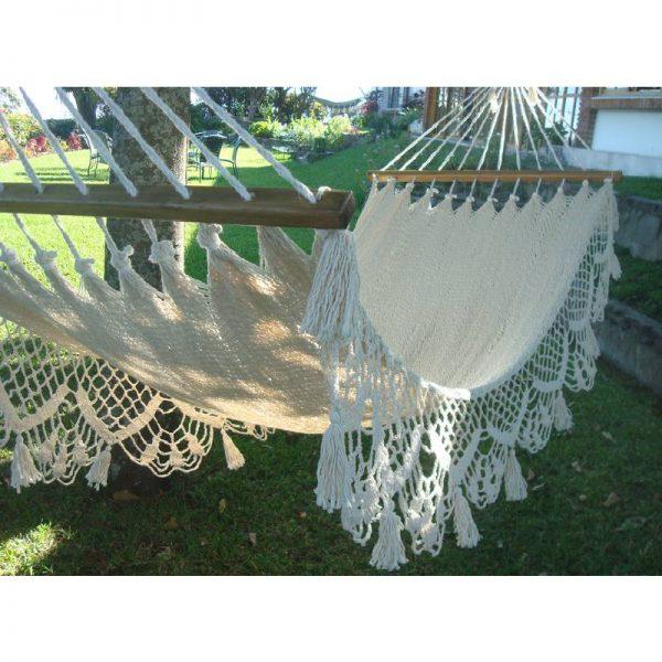 Плетен хамак с пискюли